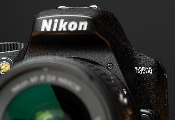 Nikon D3500. Vista frente.