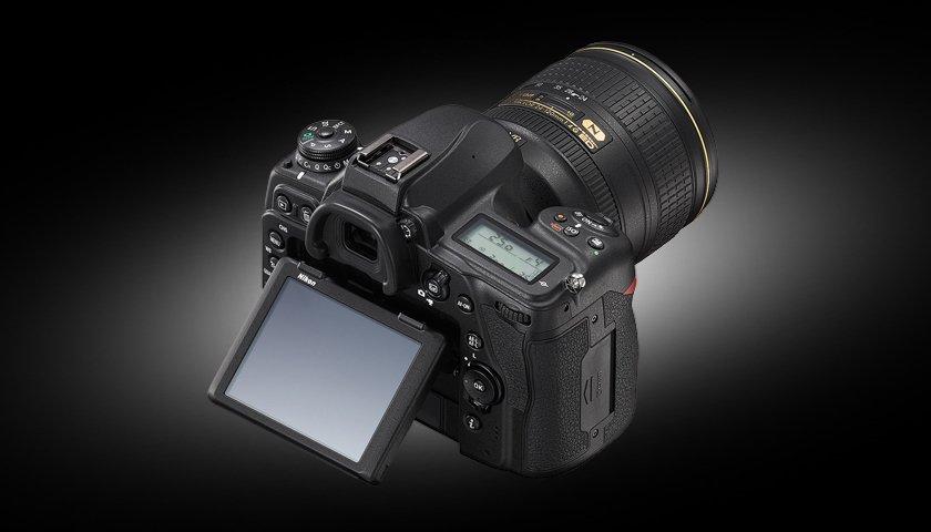 Nikon D780. Pantalla abatible.